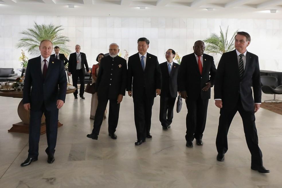Da esquerda para a direita: os líderes Vladimir Putin (Rússia), Narendra Modi (Índia), Xi Jinping (China), Cyril Ramaphosa (África do Sul) e Jair Bolsonaro (Brasil) foram ao Itamaraty para reunião dos Brics  — Foto: Marcos Corrêa/PR