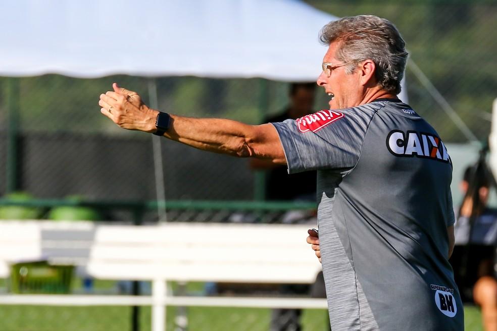 Oswaldo de Oliveira vai mandar time alternativo a campo em Nova Lima (Foto: Bruno Cantini/ Atlético-MG)