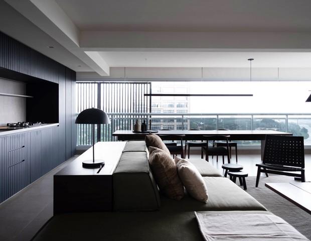 Apartamento de 100 m² exibe decoração clean e paleta de cores sóbria  (Foto: Murilo Gabriele )
