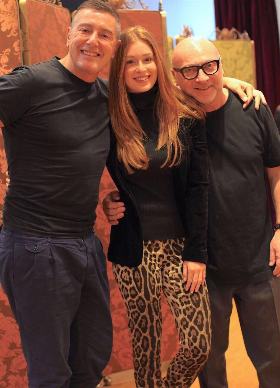 Marina Ruy Barbosa com Stefano Gabbana e Domenico Dolce (Foto: Divulgação)