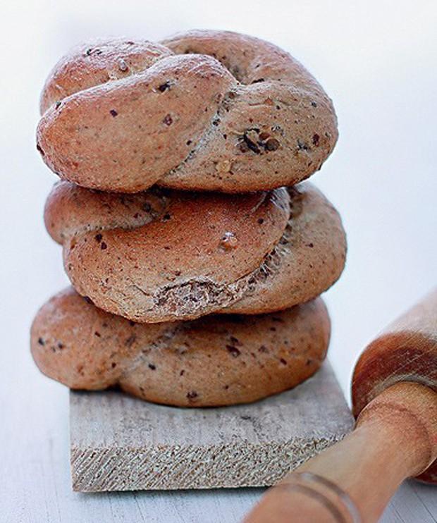 Pão integral de nozes com passas (Foto: Rogério Voltan/ Editora Globo)