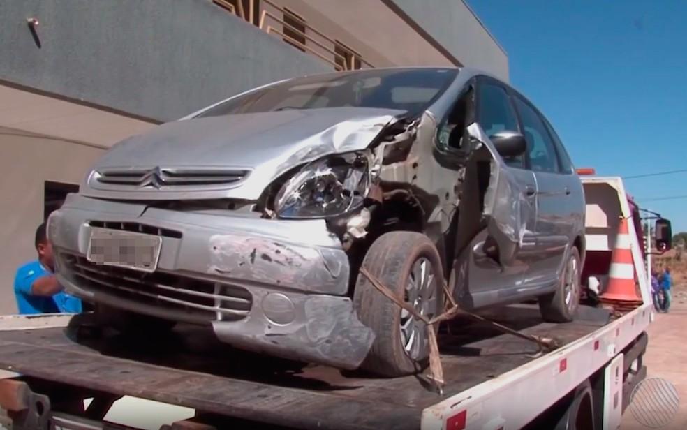 Carro de cantor sertanejo foi apreendido após acidente com 2 feridos na BA (Foto: Reprodução/TV Oeste)