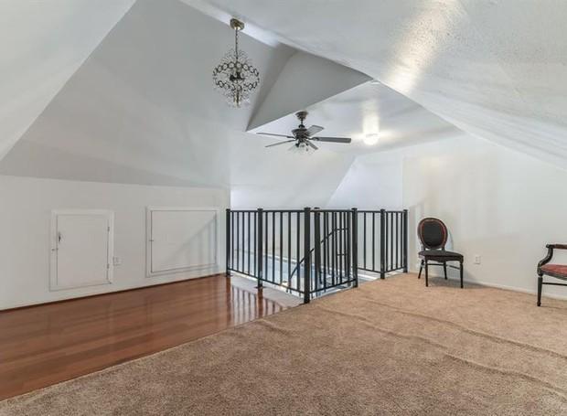 No terceiro andar há um sótão, que pode ser adaptado às necessidades do morador (Foto: The Upshaw Group/ Reprodução)