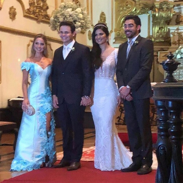 Karoline Calheiros e Gabriel Diniz foram padrinhos de casamento de Matheus, da dupla com Kauan, e Paula Aires (Foto: Reprodução / Instagram)