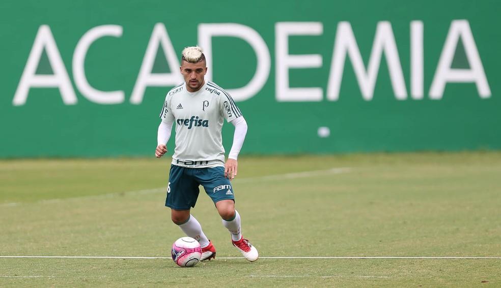 Victor Luis se firmou como titular do Palmeiras neste início de temporada (Foto: Cesar Greco/Palmeiras)