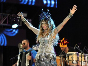 Elba Ramalho começou seu show com Frevo, Paixão e Zueira (Foto: Marlon Costa / Pernambuco Press)