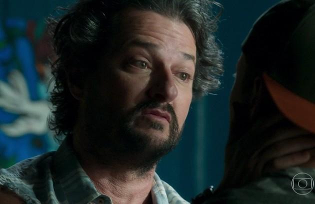 Na sua último cena, Nicolau (Marcelo Serrado) vai se negar a assinar o divórcio com Afrodite (Carolina Dieckmann) (Foto: TV Globo)