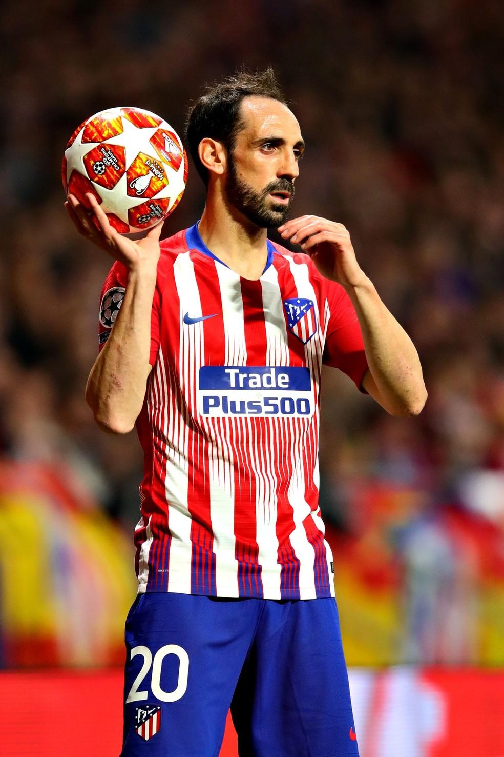 Juanfran em ação pelo Atlético de Madrid — Foto: Chris Brunskill/Fantasista/Getty Images