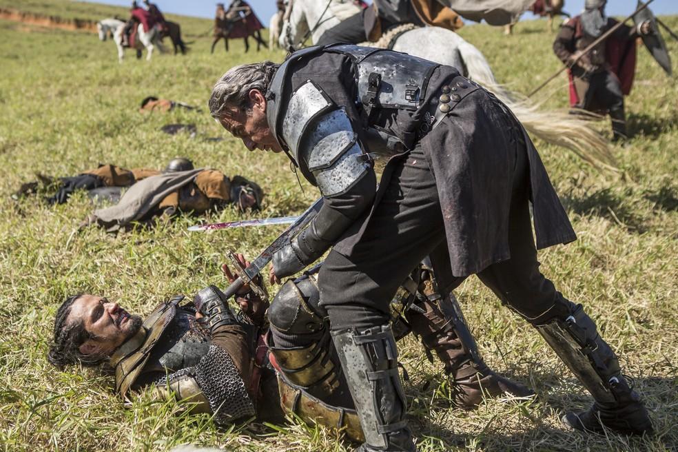 Otávio é golpeado por Afonso  (Foto: Artur Meninea/Gshow)