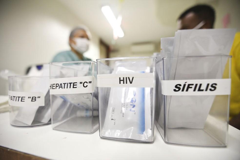 Testes rápidos são oferecidos no NTA da Rodoviária do Plano Piloto — Foto: Breno Esaki/Agência Saúde DF