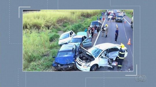 Acidente com 5 veículos e que matou mãe e bebê na BR-153 foi causado por 'cálculo errado em ultrapassagem', diz PRF