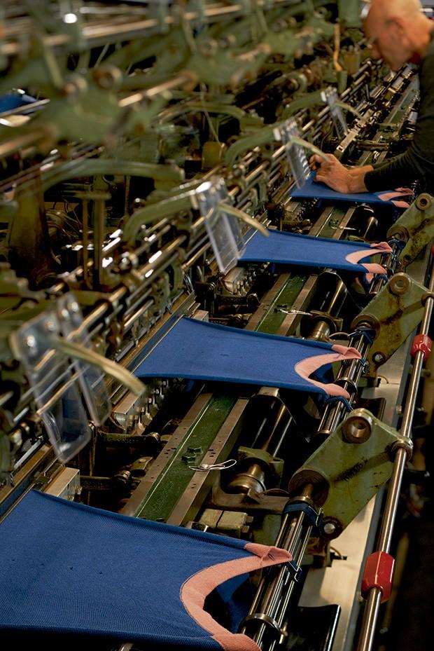 Cashmere - O maquinário para tecer um dos melhores cashmeres do mundo, de caimento semelhante ao da seda (Foto: O.Saillant, Lucile Perron)