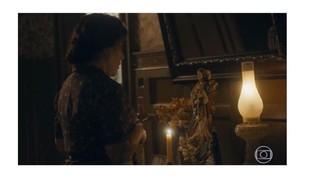 Gloria Pires elege cena de comoção após morte de Carlos (Danilo Mesquita): 'Lola briga com a santa, de quem ela era devota'.  | Reprodução/Globo