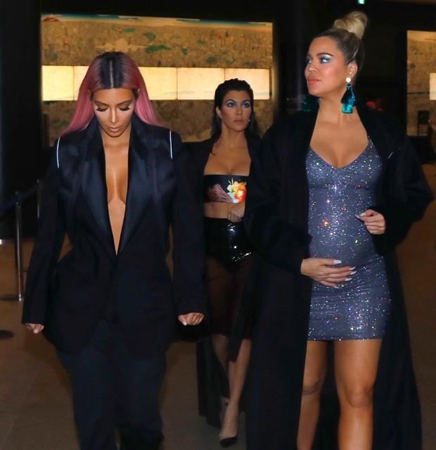 Kim Kardashian, Kourtney Kardashian e Khloé Kardashian (Foto: Grosby Group)