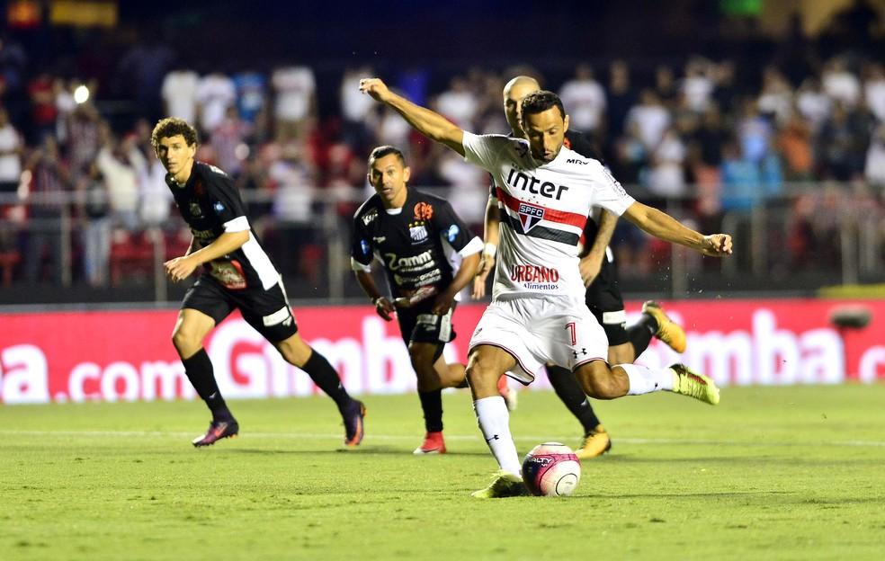 Nen de pnalti fez o gol da vitria do So Paulo sobre o Bragantino pelo Paulisto Foto Marcos Ribolli
