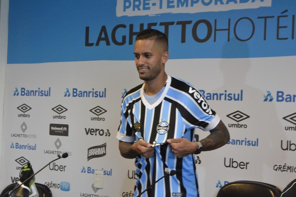 Rômulo prefere ser o primeiro homem de meio campo, mas atuou na segunda função na Seleção Brasileira — Foto: Lucas Bubols
