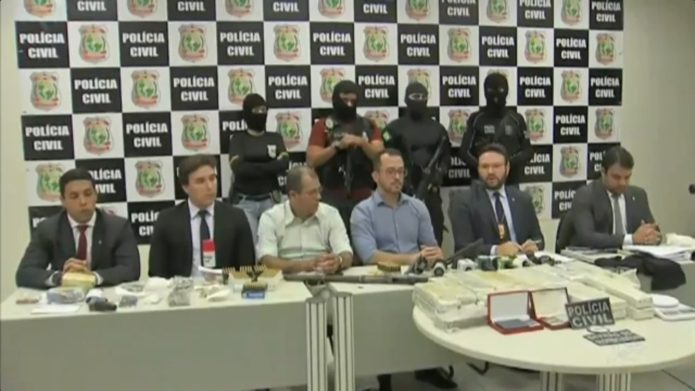 Policiais apreenderam armas que foram utilizadas no crime, diz Secretaria da Segurança (Foto: TV Verdes Mares/Reprodução)