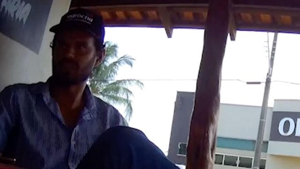 André Alves de Souza anunciou no Facebook um lote dentro da Reserva Extrativista Angelim, em Cujubim (RO). — Foto: BBC