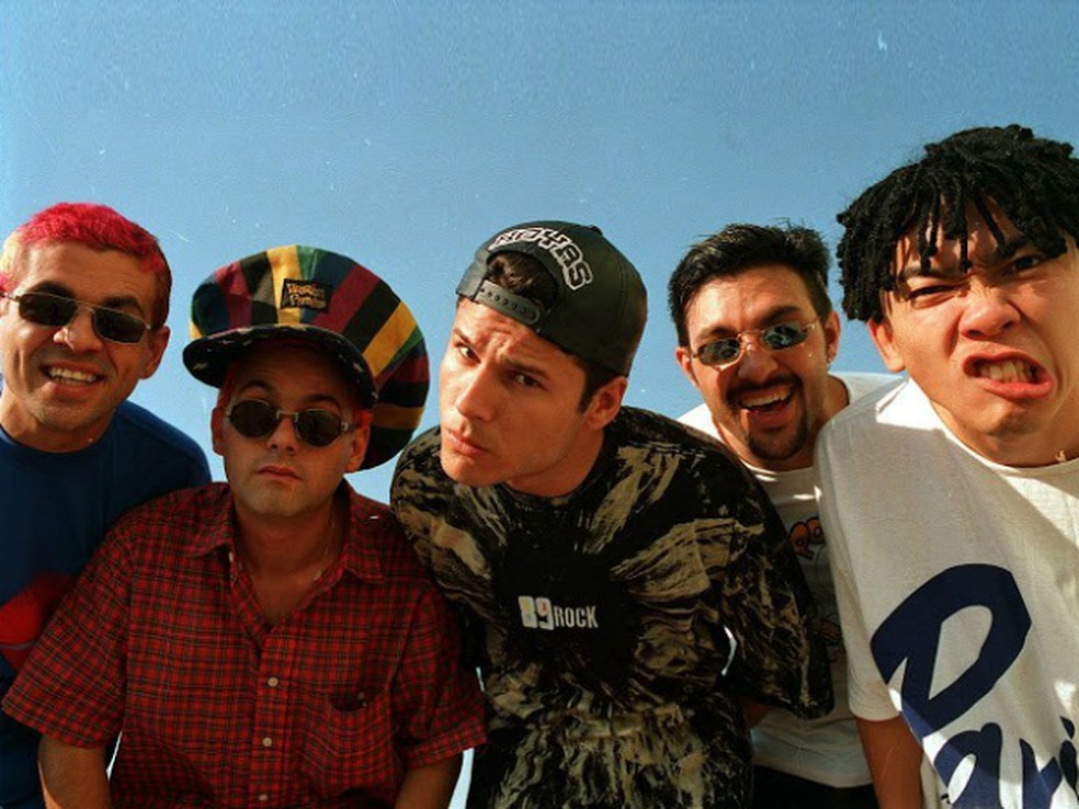 Integrantes do Mamonas Assassinas fizeram sucesso com canções de rock irreverentes na década de 90 (Foto: Divulgação)