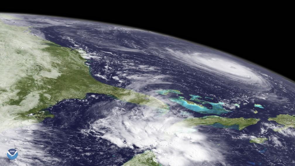 Imagem de satélite mostra o furacão Florence sobre o Oceano Atlântico nesta terça-feira (11) — Foto: HO / NASA/NOAA / AFP