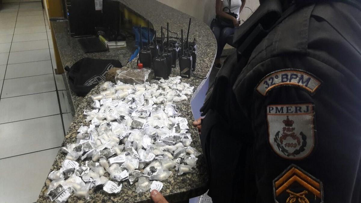 Suspeitos são detidos com drogas e munição em Macaé, no RJ