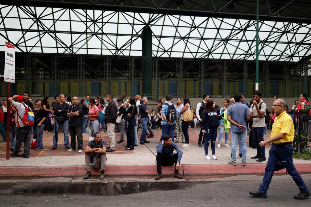 Blecaute na Venezuela interrompe funcionamento de metrô de Caracas — Foto: Carlos Garcia Rawlins/Reuters