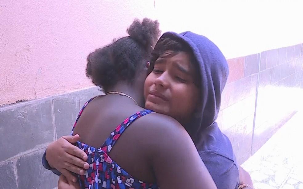 Amiguinho faz surpresa para Keke no retorno ao Brasil — Foto: Reprodução/TV Globo