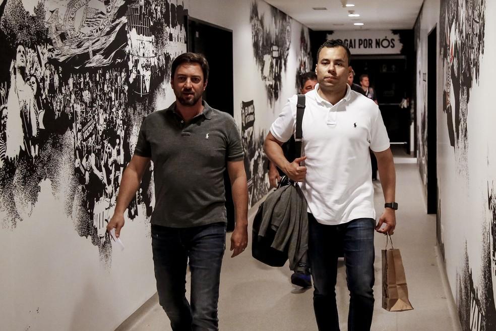 Duilio Monteiro Alves, diretor do Corinthians, ao lado de Jair Ventura — Foto: Rodrigo Gazzanel/Ag. Corinthians