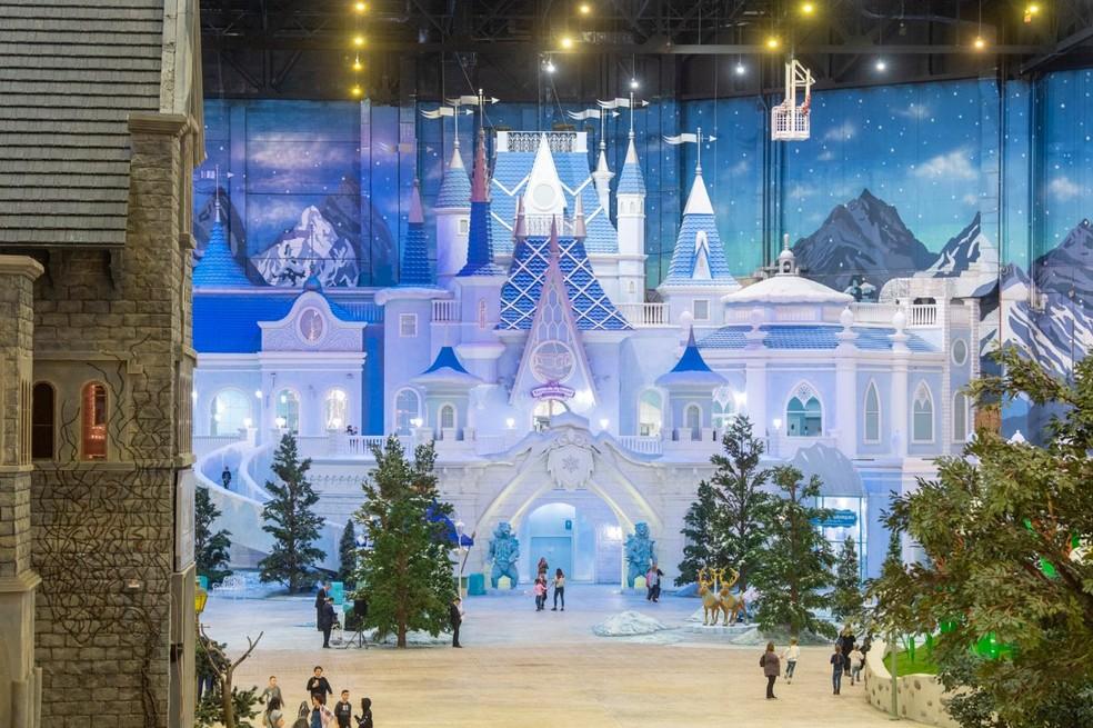 Umas das atrações do parque é o Castelo da Rainha da Neve, além de visitar o público pode interagir com os personagens da atração — Foto: Divulgação/ Dream Island