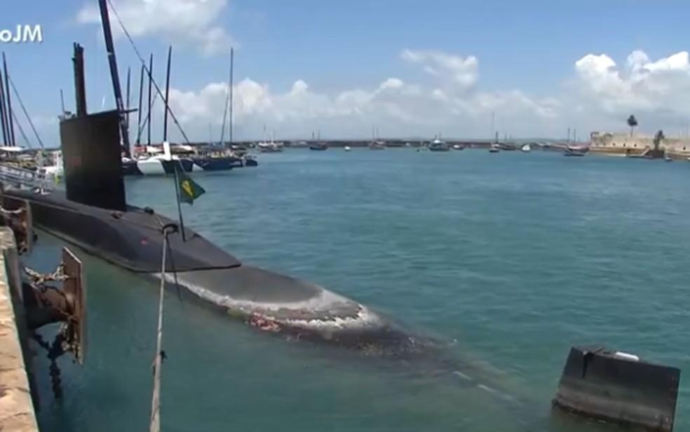 Submarino está em Salvador para abastecer — Foto: Reprodução/TV Bahia
