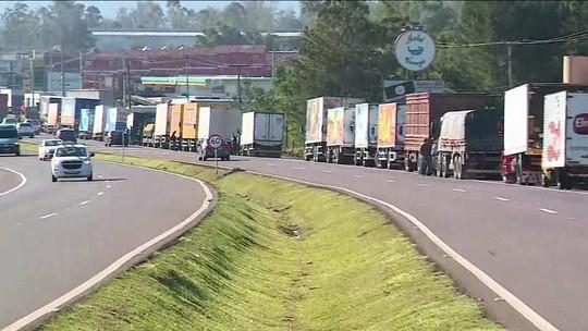 Caminhoneiros protestam em 21 estados contra alta do diesel