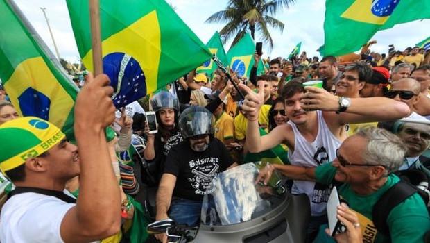 Simpatizantes de Bolsonaro no Rio; presidente eleito capitalizou em cima da rejeição ao PT (Foto: GETTY IMAGES)