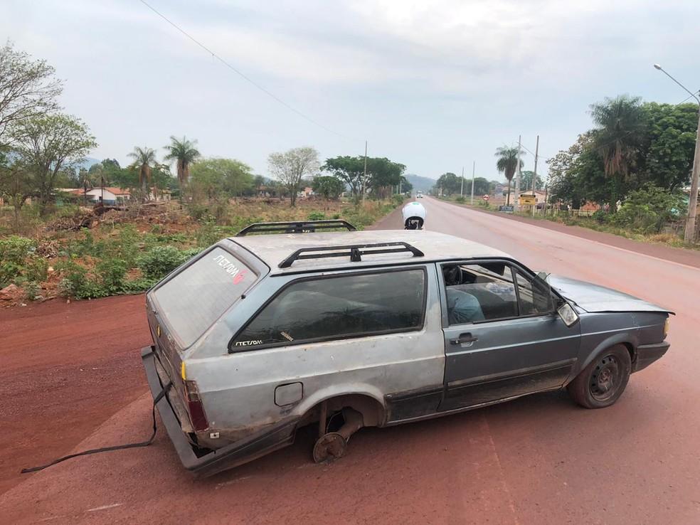 Carro com três rodas foi levado para o pátio da Receita Federal, em Corumbá (MS). — Foto: Lucas Lélis/TV Morena