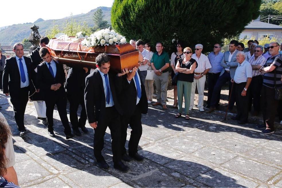 Corpo de Márcio Perez foi enterrado na Espanha — Foto: Emilio Moldes / La Voz de Galicia