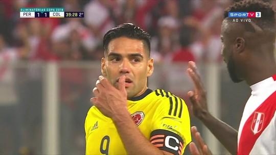"""Será? Imagens mostram Falcao em suposto pedido para seleção peruana """"tirar o pé"""""""