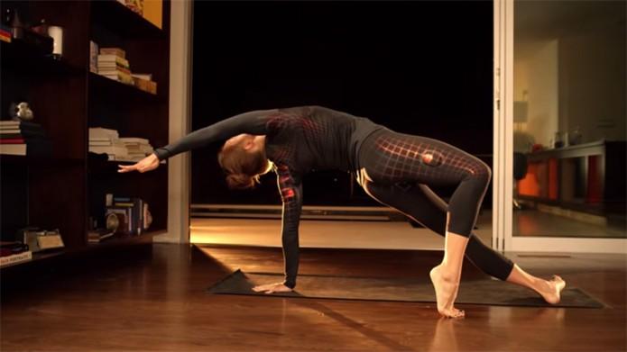 Athos permite monitorar atividade muscular durante exercícios (foto: Reprodução/Youtube)