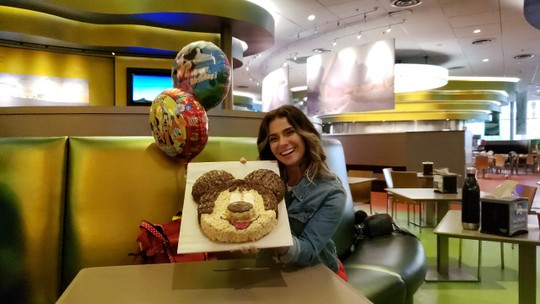 Giovanna Antonelli recebe surpresa de aniversário antecipada na Disney