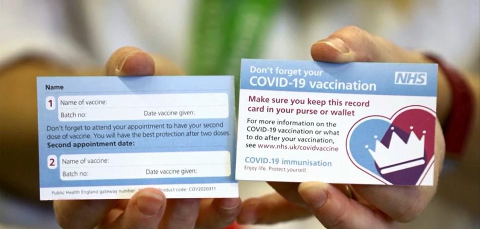 Cartão será entregue para quem for imunizado contra Covid-19 no Reino Unido — Foto: Reprodução/TV Globo