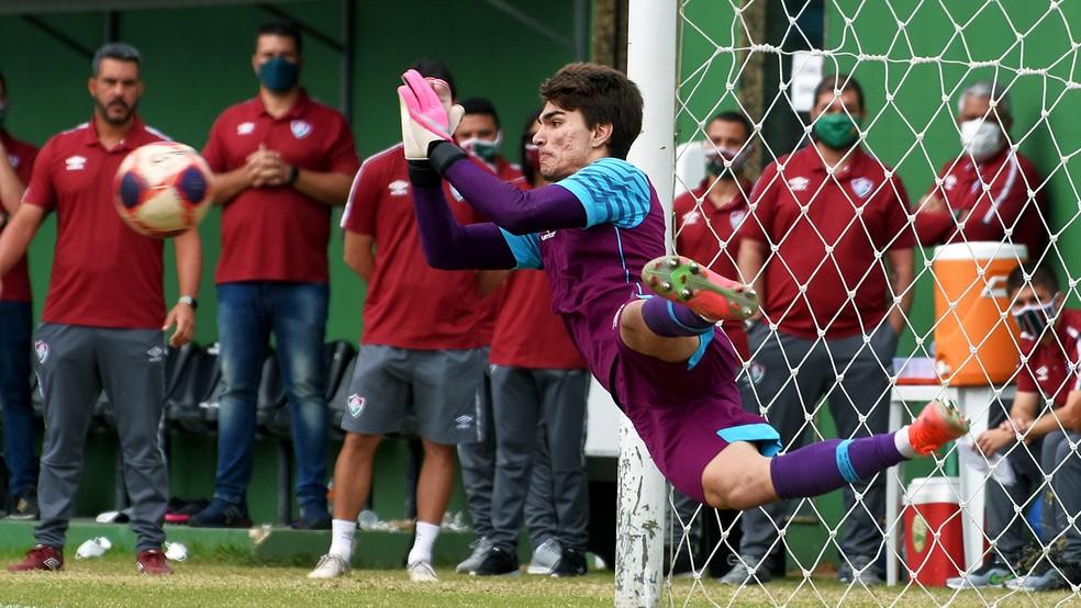 Álvaro defende pênalti no título do Fluminense na Copa Rio Sub-17 — Foto: Mailson Santana FFC