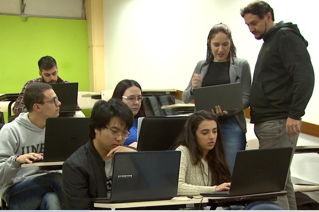 Workshop em São Carlos reúne professores e alunos para resolver problemas de empresas e ONGs - Notícias - Plantão Diário
