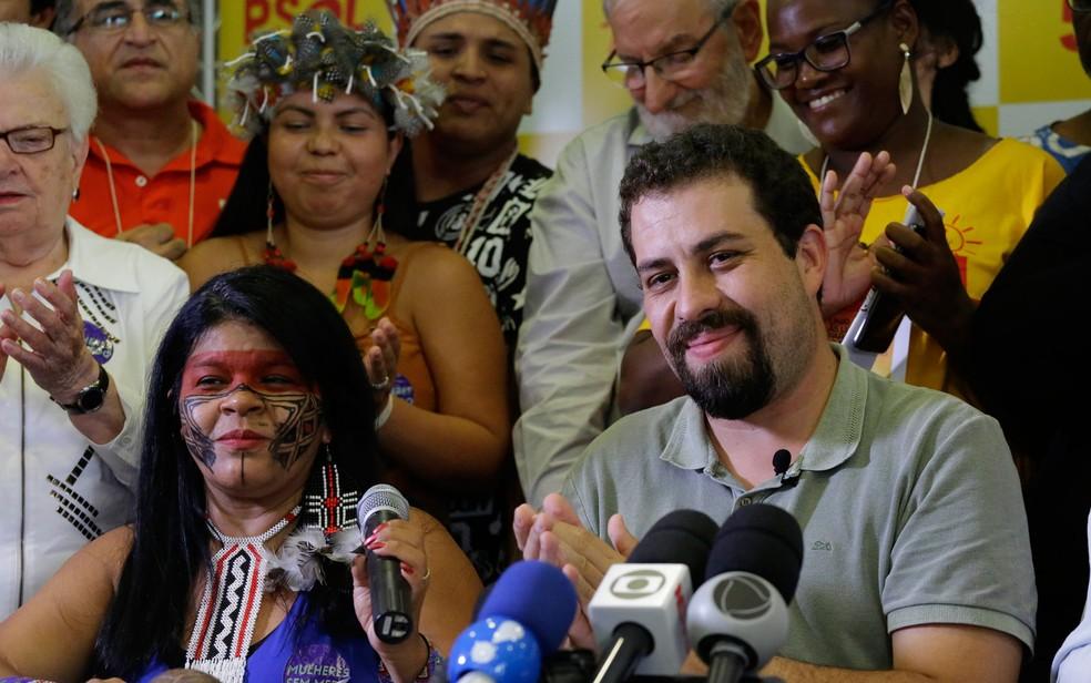 Guilherme Boulos e Sônia Guajajara, em evento em São Paulo que os lançou como pré-candidatos do PSOL a presidente e vice-presidente da República (Foto: Nelson Antoine/Estadão Conteúdo)