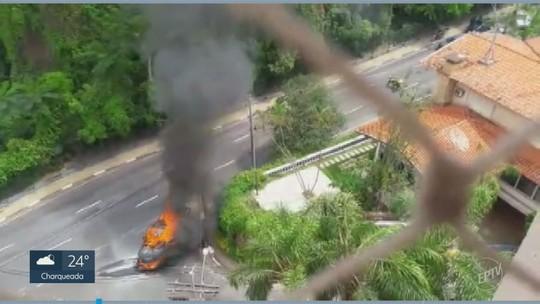 Caminhonete pega fogo na região do Bosque dos Jequitibás, em Campinas; veja imagens