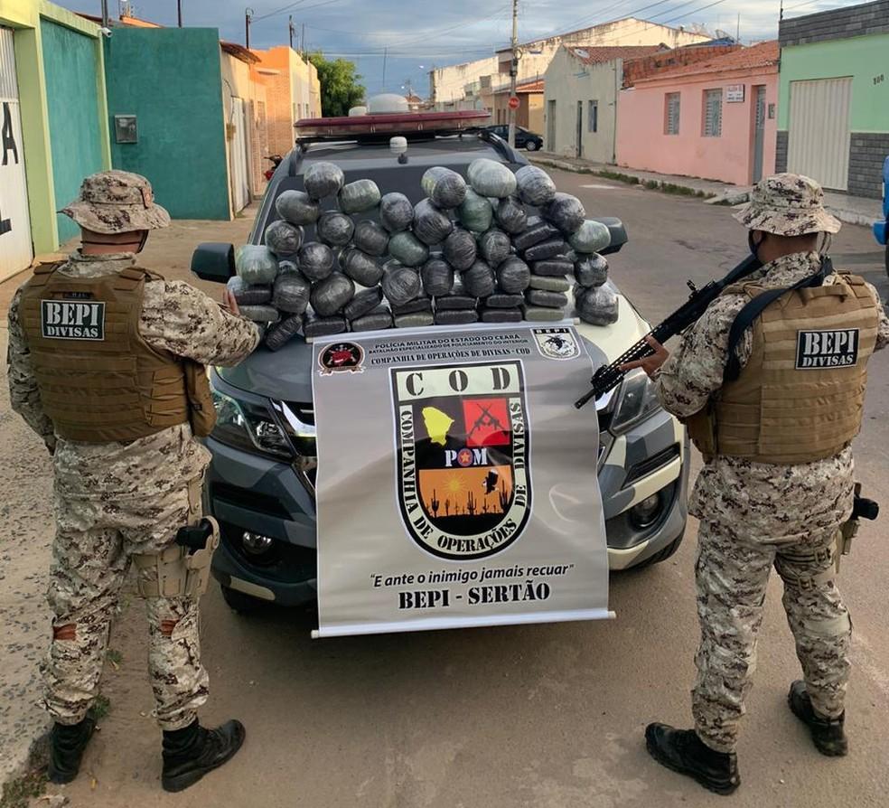 Droga embalada em pacotes foi apreendida em Brejo Santo, no Ceará — Foto: Polícia Militar
