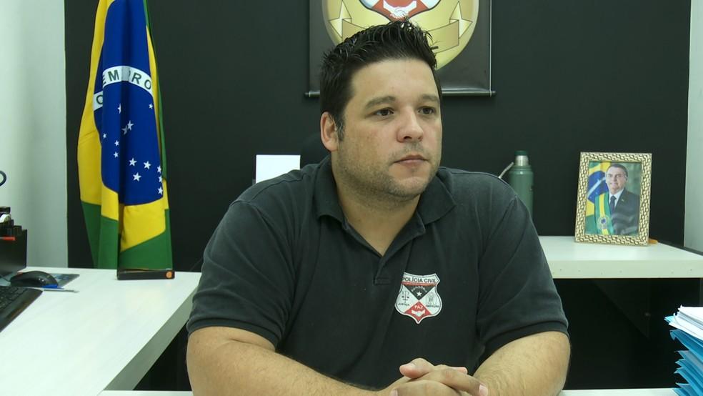 Delegado revelou que morte ocorreu devido à rivalidade entre duas facções criminosas.  — Foto: Rede Amazônica/Reprodução