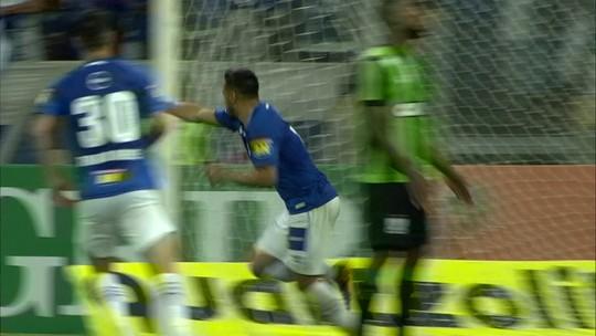Titular, com gol e vitória: Robinho completa 100 jogos com a camisa do Cruzeiro