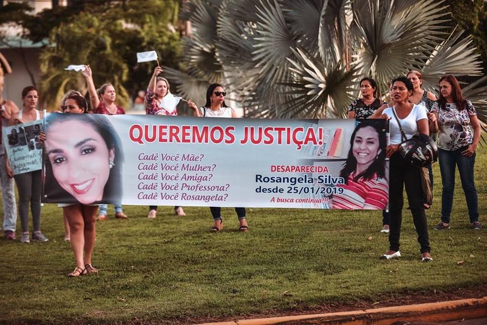 Amigos e familiares fizeram protesto para cobrar justiça — Foto: Janeislan Barbosa