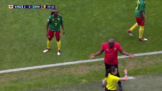 """Camaronesas """"brigam"""" com VAR, e sueca prova que gol não é grande; veja"""