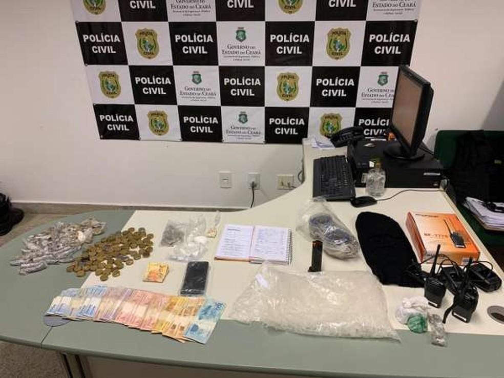 Suspeito de chefiar organização criminosa e comparsa são presos e material é apreendido em operação no município do Acarape, no Ceará. — Foto: SSPDS/ Divulgação