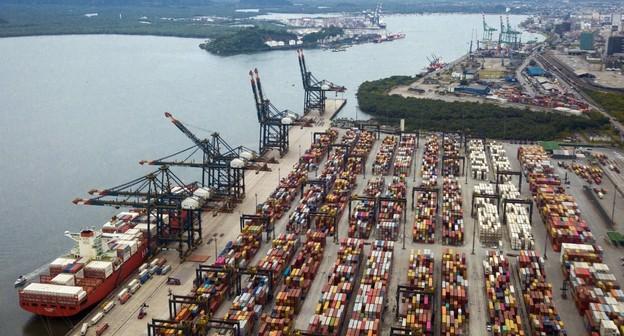 Em meio a crise logística mundial, Porto de Santos tem movimento recorde de contêineres
