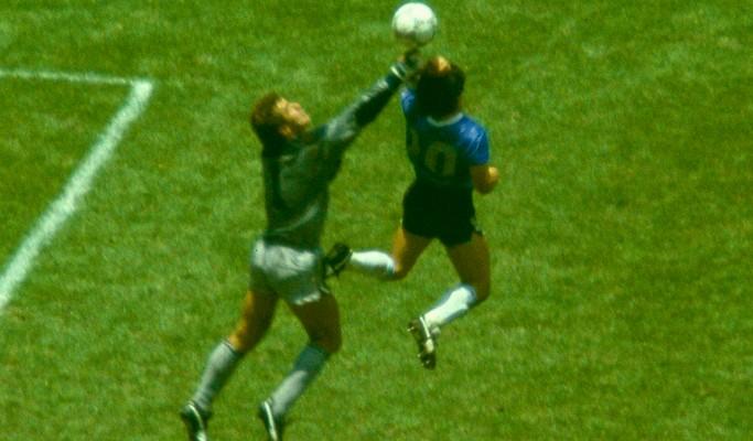 """Goleiro inglês vítima da """"Mão de Deus"""" não perdoa Maradona mesmo após morte do craque"""